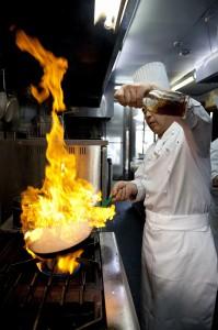 桜井チーフが焼き上げる炎のハンバーグ