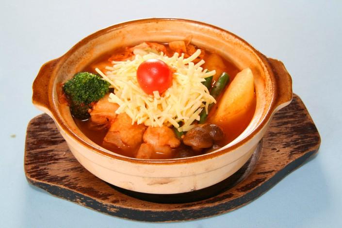 ポークと野菜のトマト鍋 930円